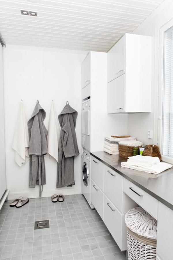 Small laundry room with bathroom for Small bathroom laundry designs