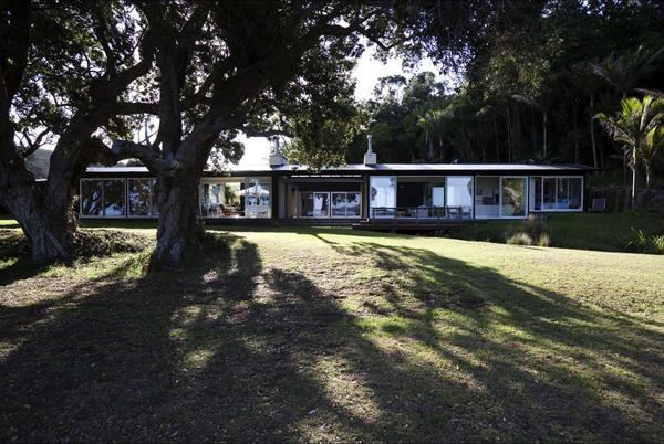 Tawharanui House by RTA Studio
