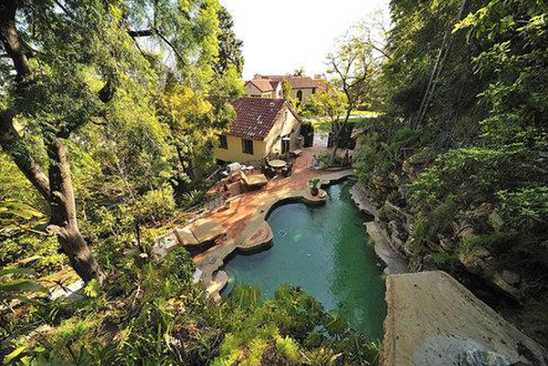 Katy perry backyard in hollywood for Pool design katy