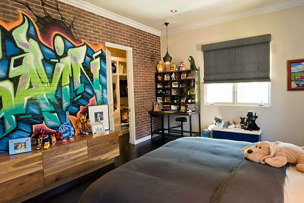 Graffiti on bedroom  Graffiti Bedroom Wall. Graffiti Bedroom Decorating Ideas. Home Design Ideas