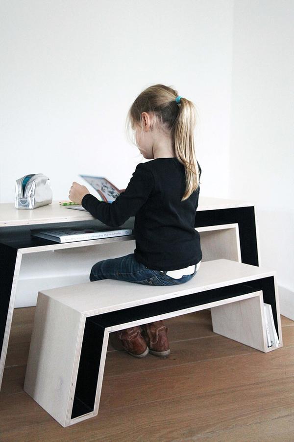 Girl kids desk