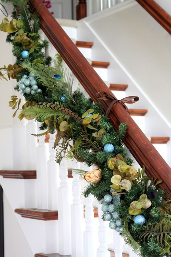 15 gorgeous christmas garlands house design and decor for Stair railing decorated for christmas