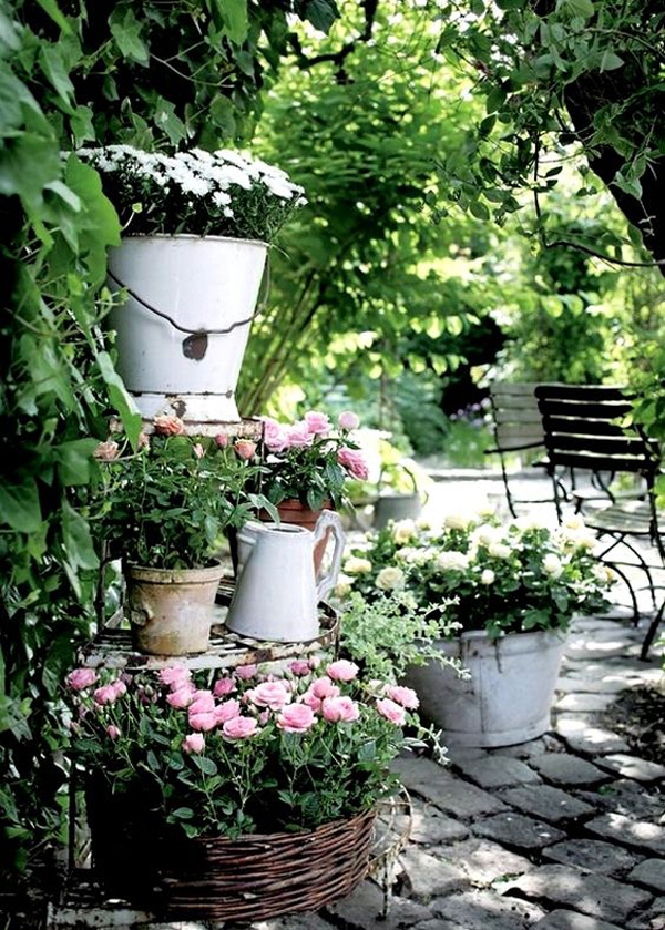 Vintage Backyard Decor : beautiful shabby chic flower gardens
