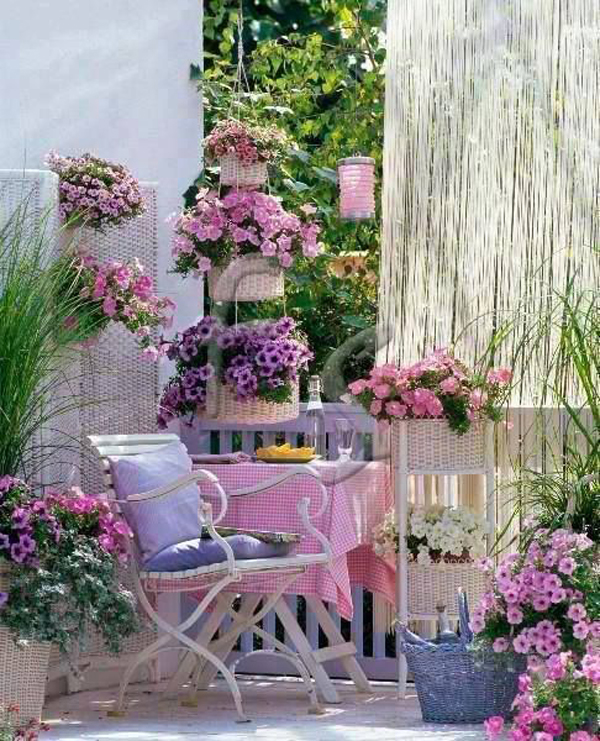 Shabby chic backyard gardens for Decoration jardin shabby