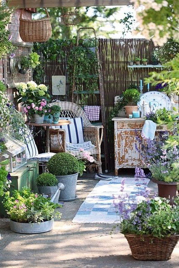 17 shabby chic garden for romantic feel house design and for Tiny garden rooms