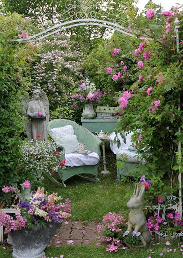 Shabby chic rose garden ideas for Decoration jardin shabby