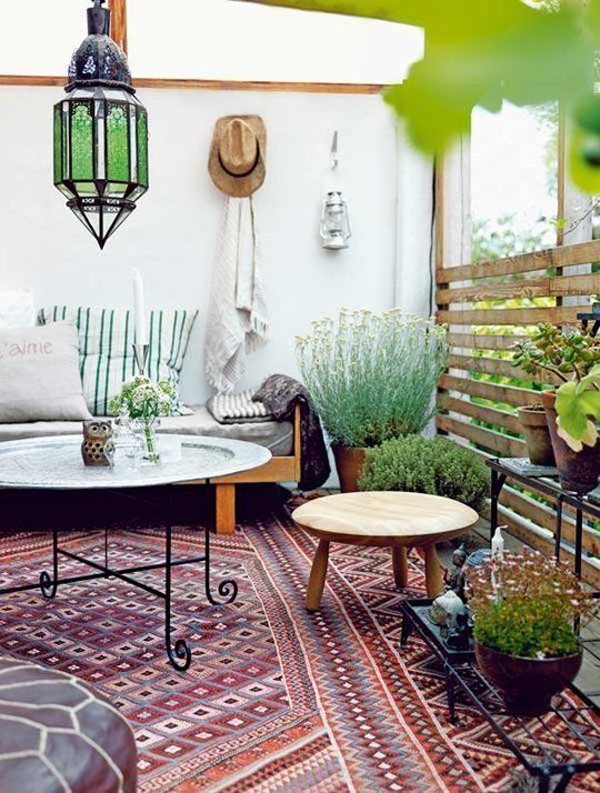 Small and cozy bohemian outdoor spaces house design and for Decorating small patio spaces