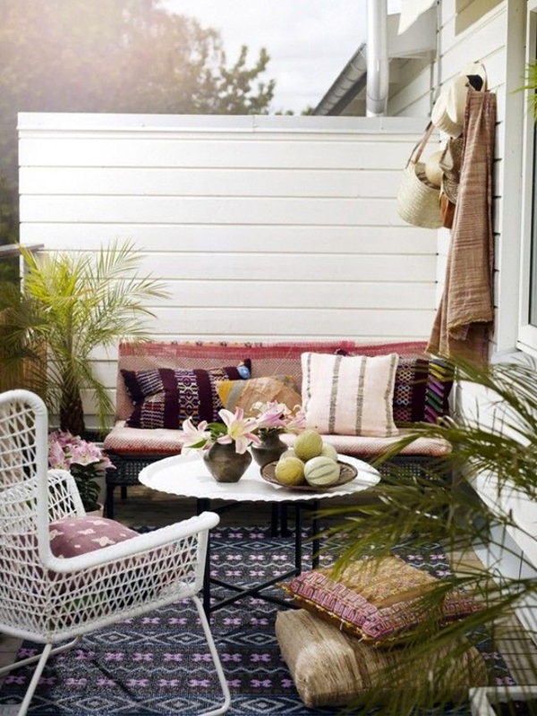 Outdoor-bohemian-backyard-decoration