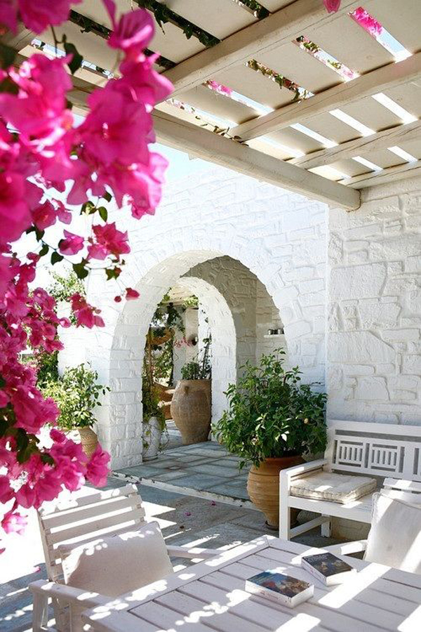 Mediterranean Living With Flower Decor