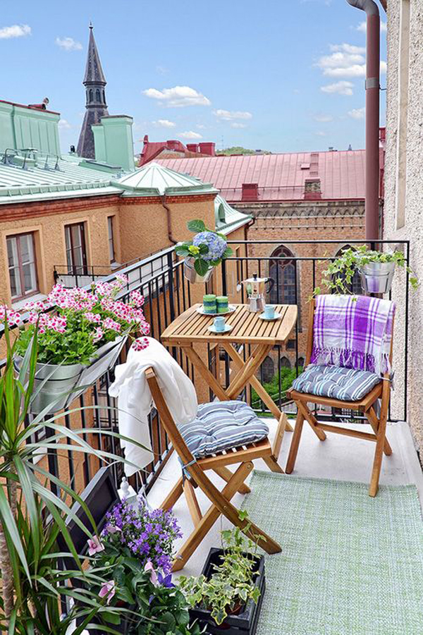 Cute Apartment Balcony: 15 Small Balcony Apartment With Charming Looks