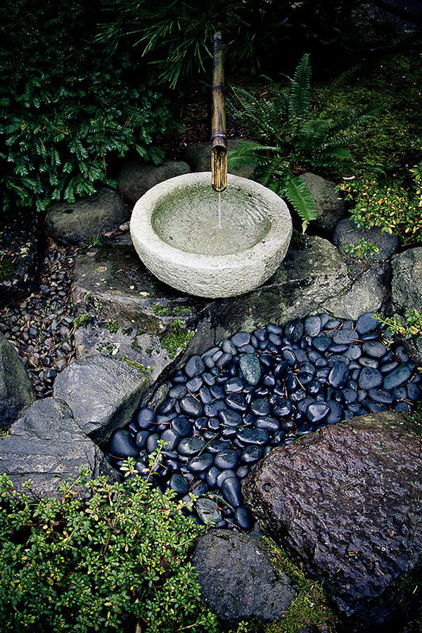 15 mix modern japanese courtyard with nature house for Japanese bamboo water feature