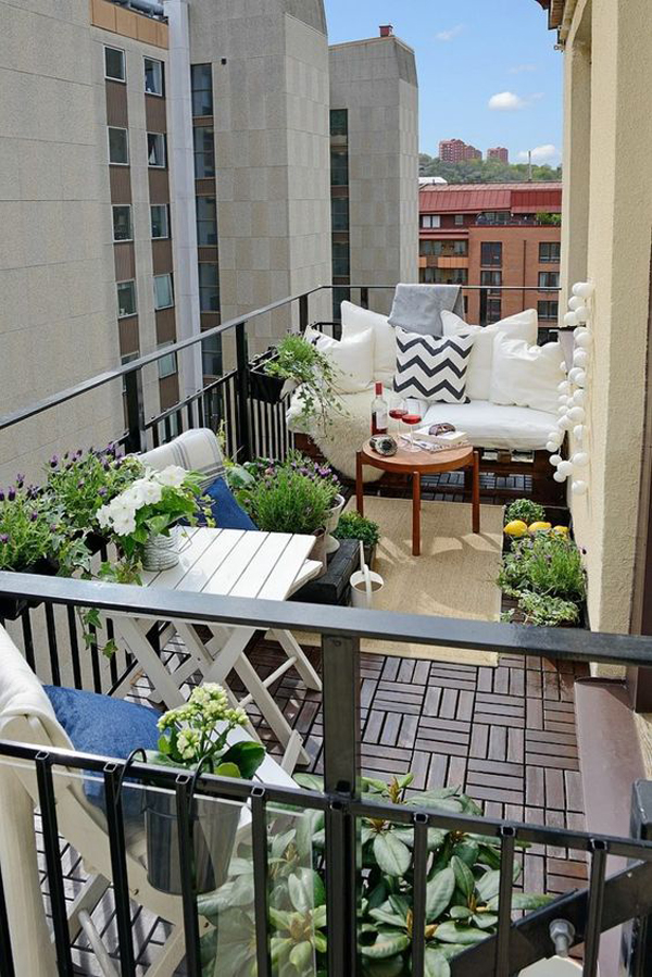 6 creative ways to make beautiful balcony garden house for Small cozy chair