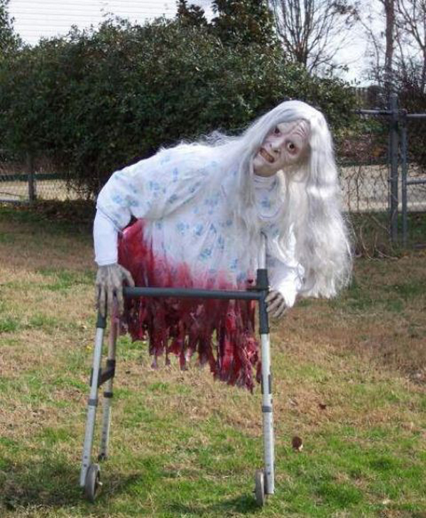 wreath decorating ideas pictures - 25 Freaky And Creepy Halloween Yard Decorations