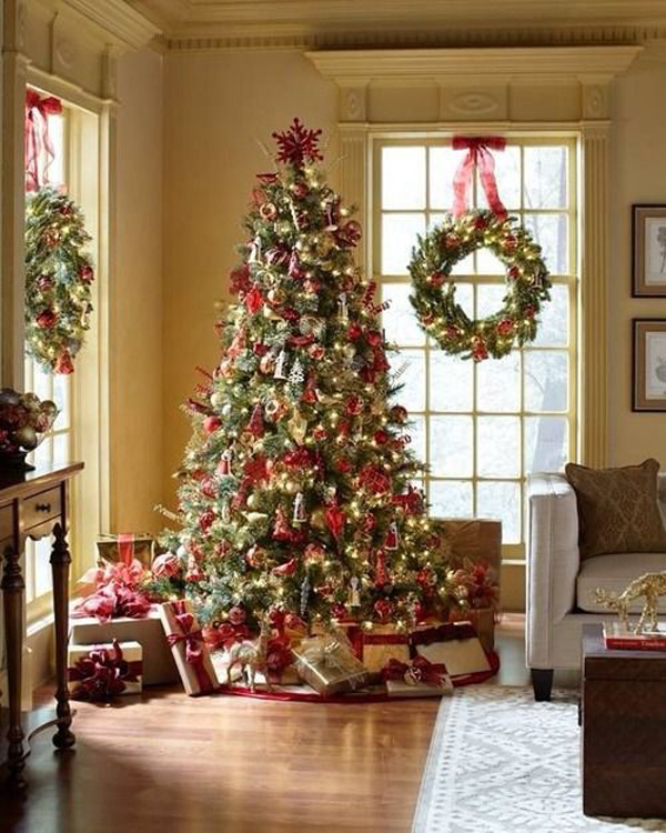 15 Non Traditional Christmas Tree Ideas: 15 Christmas Window Decoration With Wreaths And Garlands
