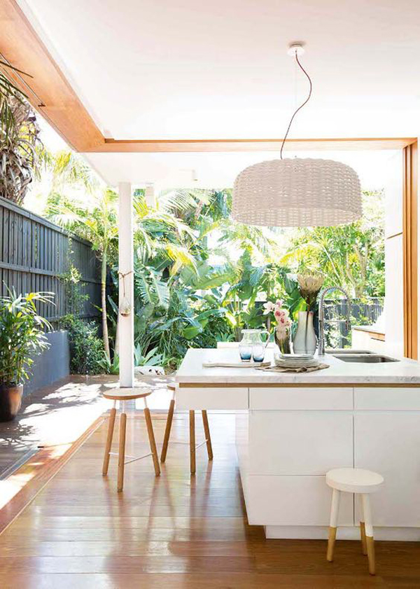 10 mesmerizing indoor outdoor kitchen for summers house for Indoor garden kitchen design