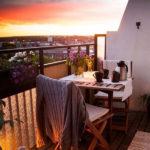 18 Cozy and Romantic Balcony Ideas