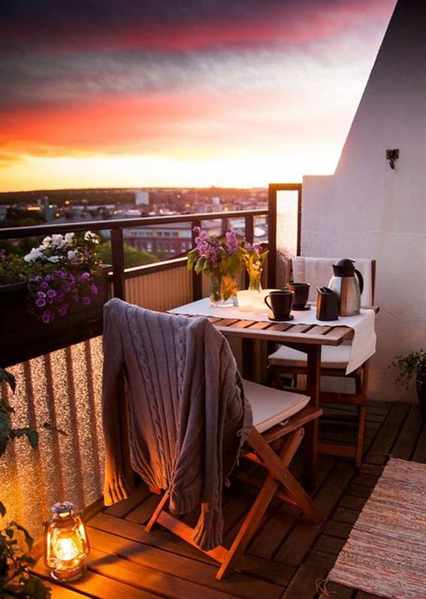 18 Cozy and Romantic Balcony Ideas
