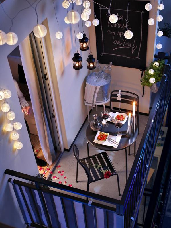 Cozy Balcony Decorating Ideas: 18 Cozy And Romantic Balcony Ideas