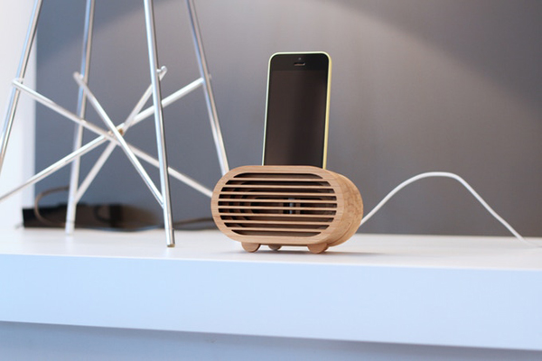 Bamboo Smartphones Amplifier Inspired by Retro Radios