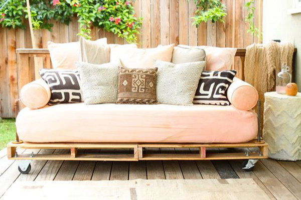 25 DIY Pallet Projects To Make Your Backyard More Fun