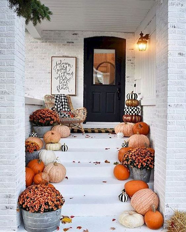 30 Stylish Outdoor Fall Decor Ideas You Can Copy Now House