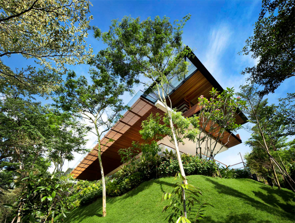 The Botanica Residence With Various Water Features
