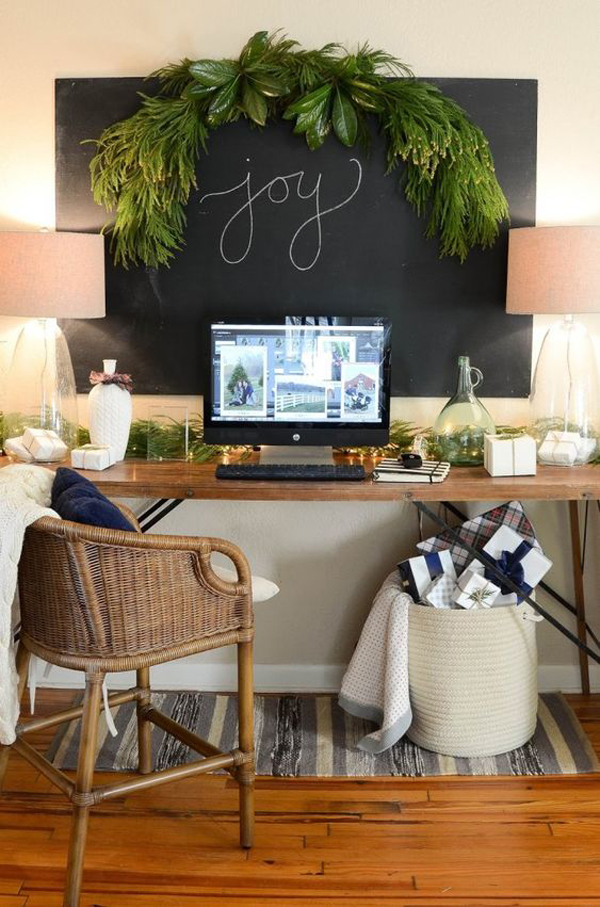 20 Coziest Christmas Workspace Ideas