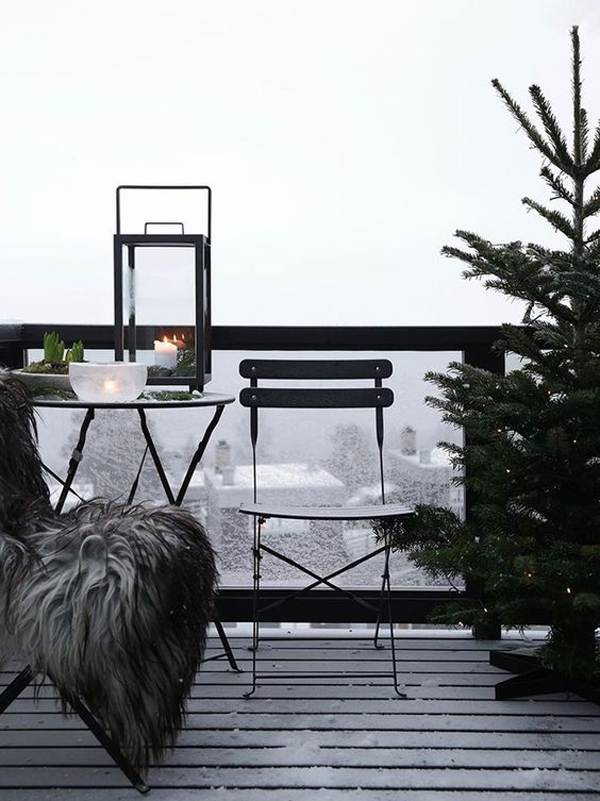 15 Most Beautiful Christmas Balcony Decor Ideas