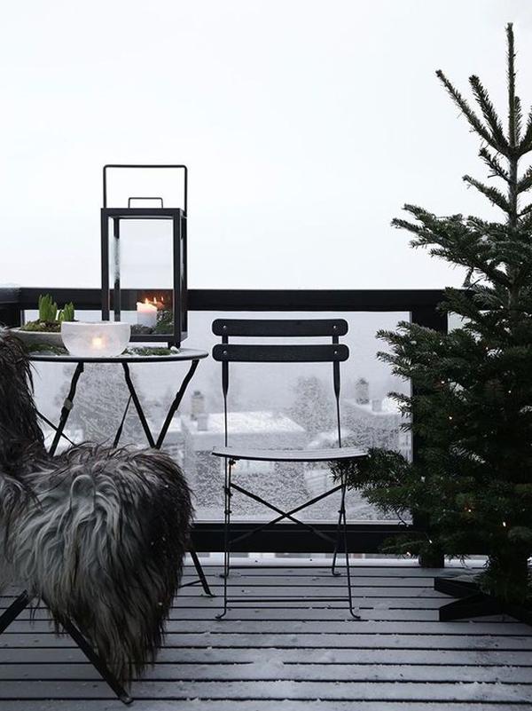 15 Most Beautiful Christmas Balcony Decor Ideas