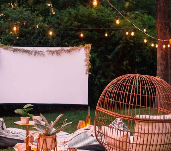 25 Easy DIY Backyard Movie Night For Outdoor Summer Time