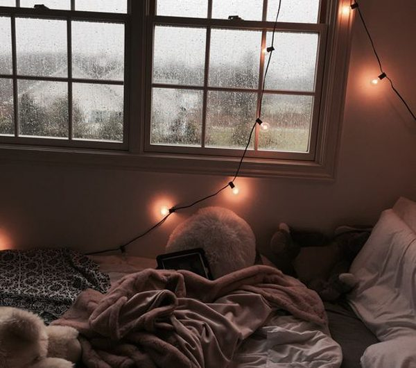 15 Romantic Rainy Day Bedroom Ideas