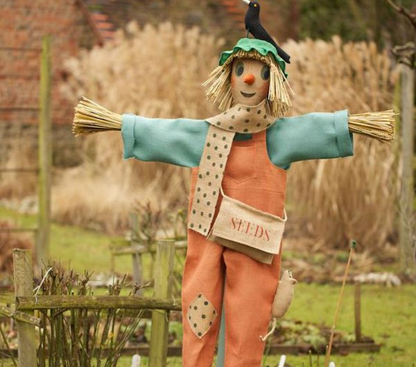 28 Inspirational Scarecrow Man Decor Ideas For This Halloween