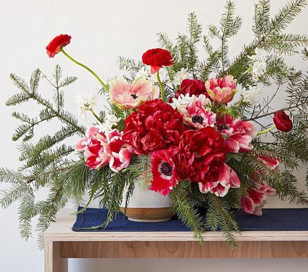 21 Christmas Floral Arrangements To Liven Up Your Holiday