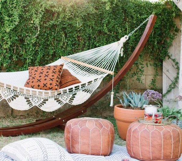 20 Cozy Outdoor Hammock Ideas To Relax In Summer