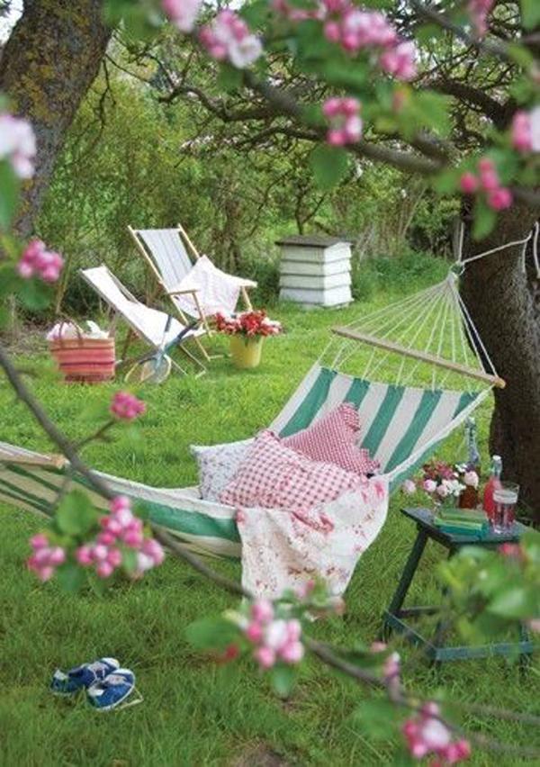 backyard-hammock-for-summer-picnic