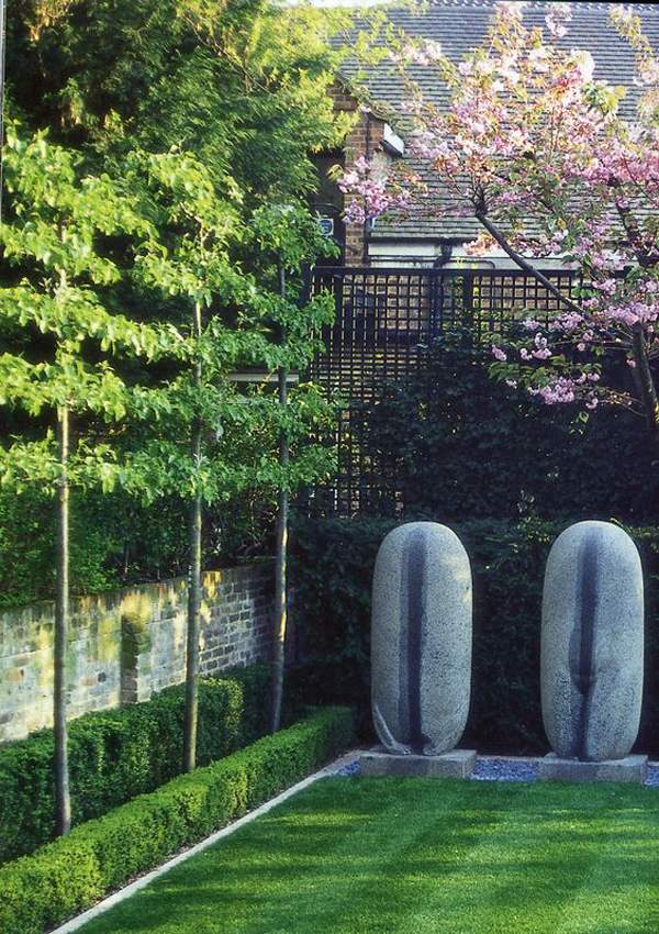 Красивое дерево-забор-дизайн