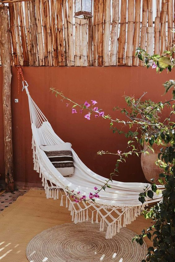 bohemian-style-backyard-with-hammocks