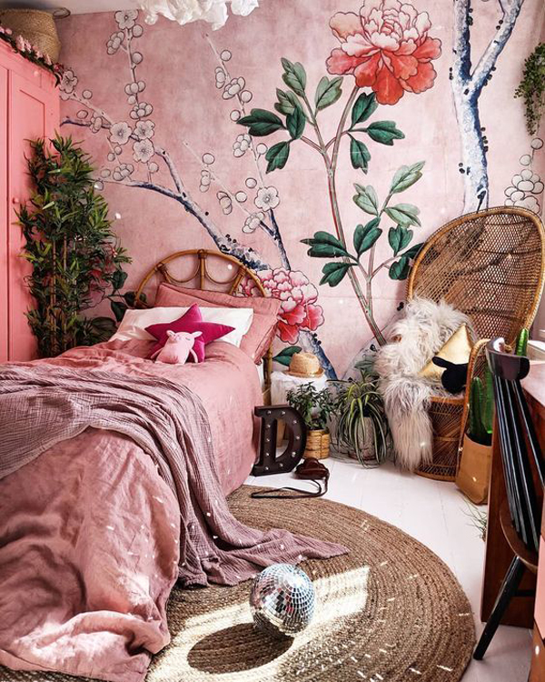 boho-pink-bedroom-with-vintage-element
