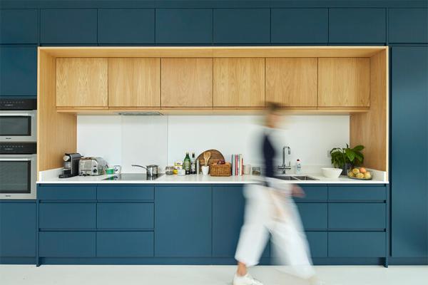 contempory-blue-kitchen
