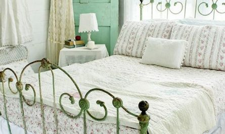 cottage-style-bedoom-with-vintage-accents