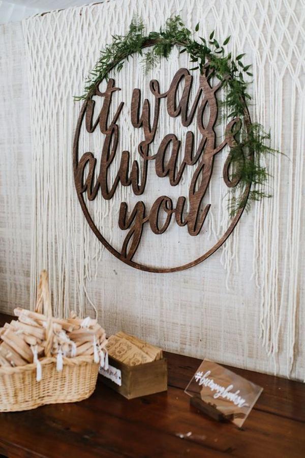 elegant-wedding-signage