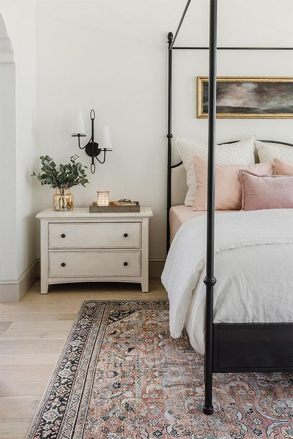 modern-vintage-bedroom-with-rugs