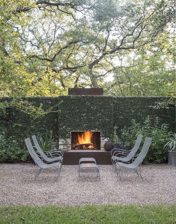 outdoor-fireplace-garden-with-seating-area