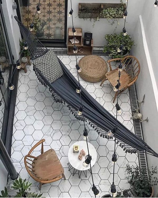 outdoor-living-space-with-hammock