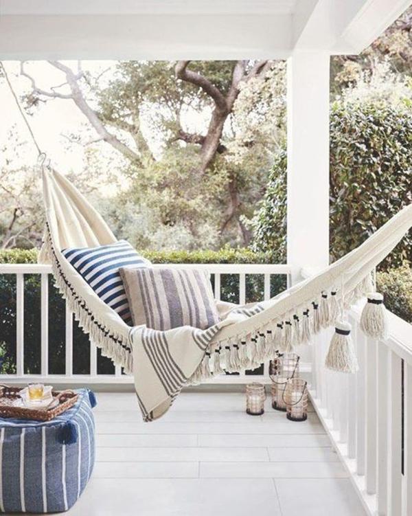 outdoor-patios-with-hammocks