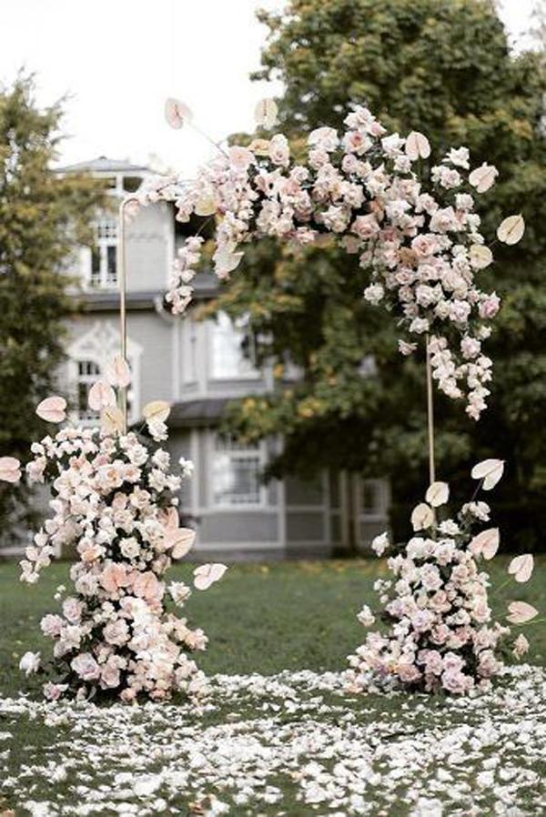easy-floral-wedding-backdrop