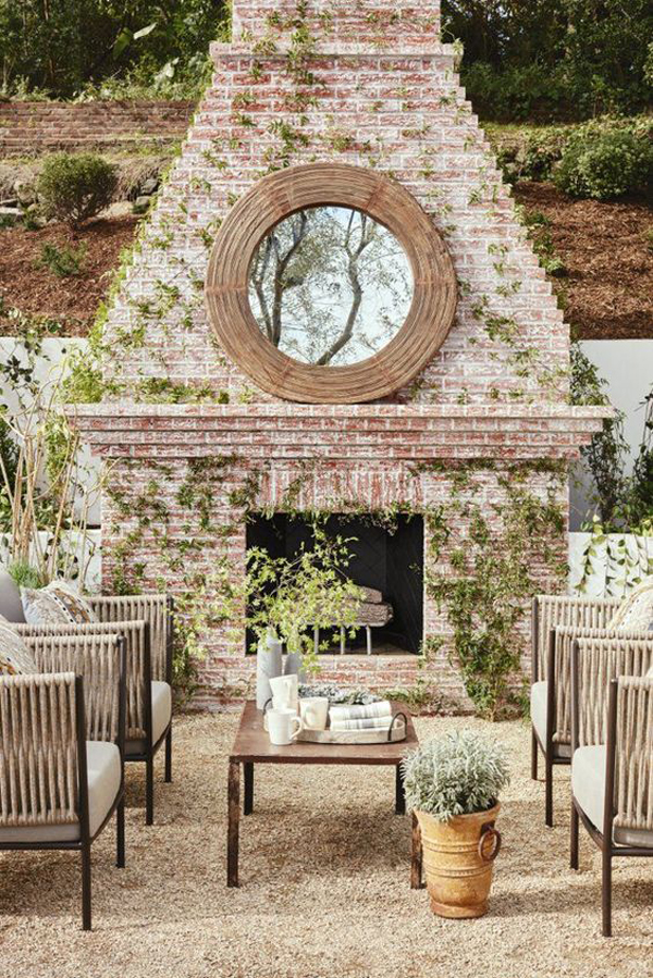romantic-outdoor-fireplace-decorations