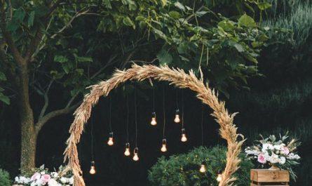simple-farmhouse-wedding-backdrop