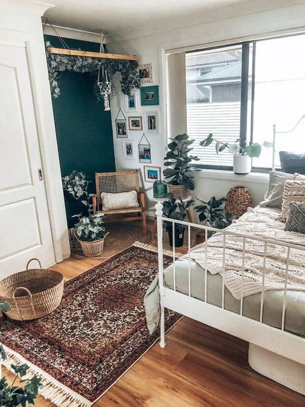 stylish-teen-bedroom-with-vintage-touches