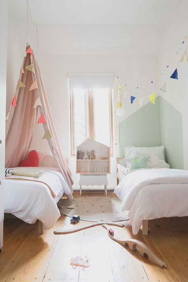 traditional-shared-kids-room-decor